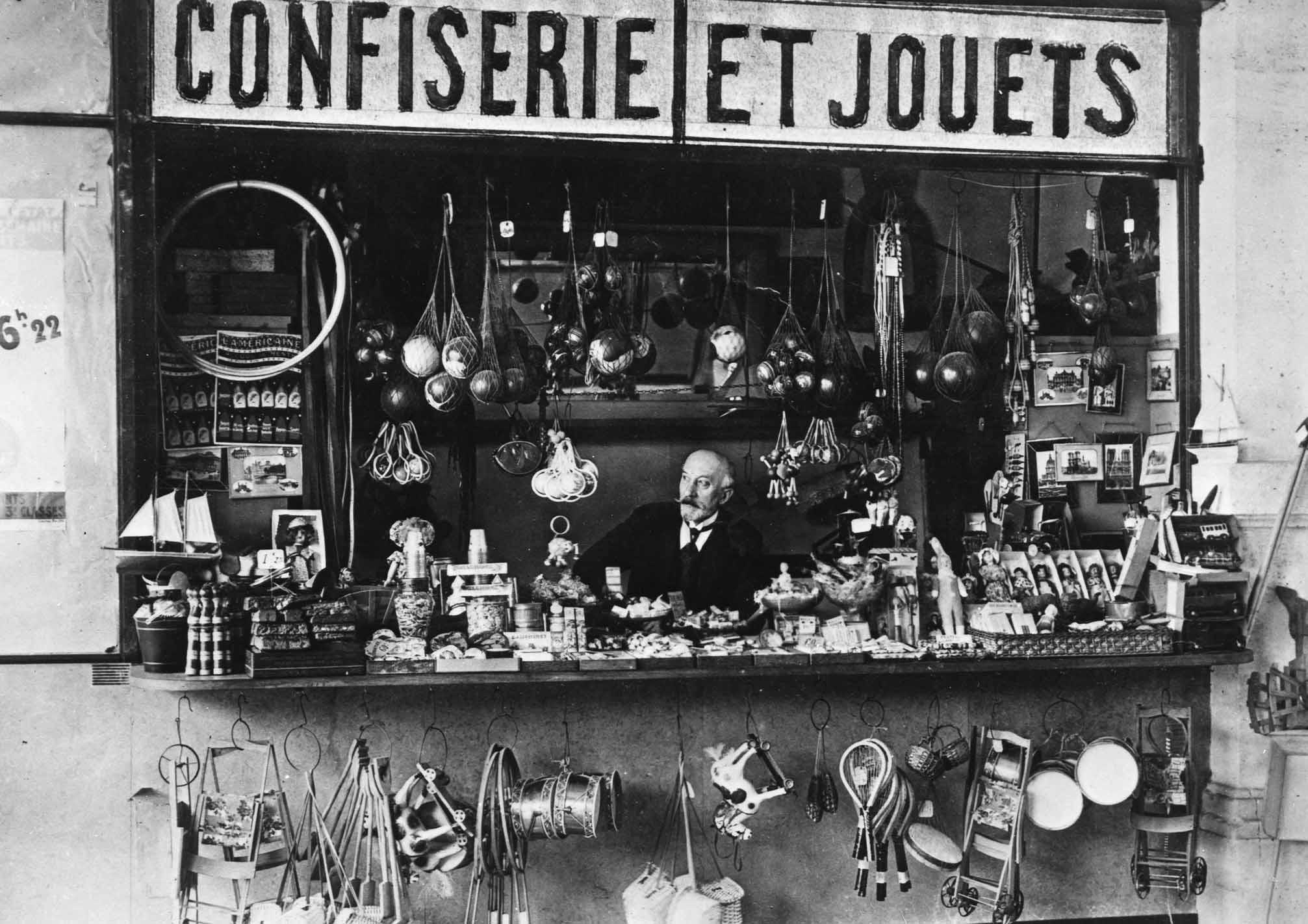 Georges Melies in his toy shop at the Station Montparnasse_01